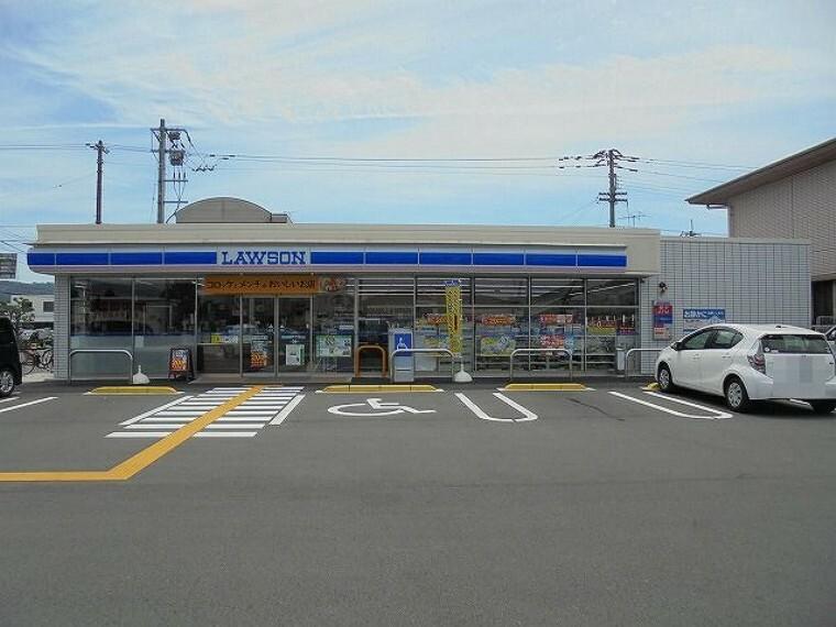 コンビニ 【コンビニエンスストア】ローソン高知潮新町2丁目店まで457m