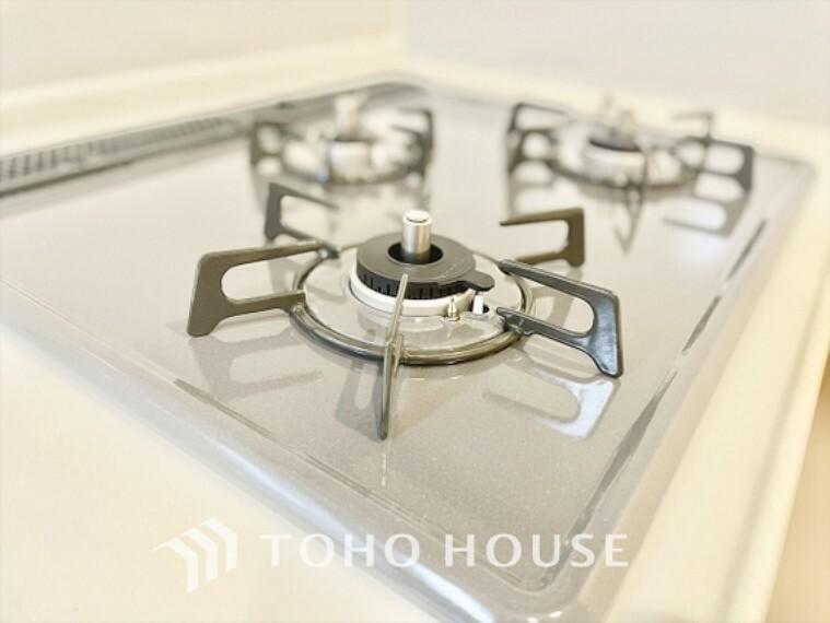 キッチン キッチン換気扇は最新モデルを採用、手入れも簡単にずっと清潔な我が家で。
