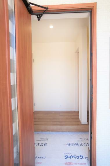 玄関 一斉に上がれる広い玄関