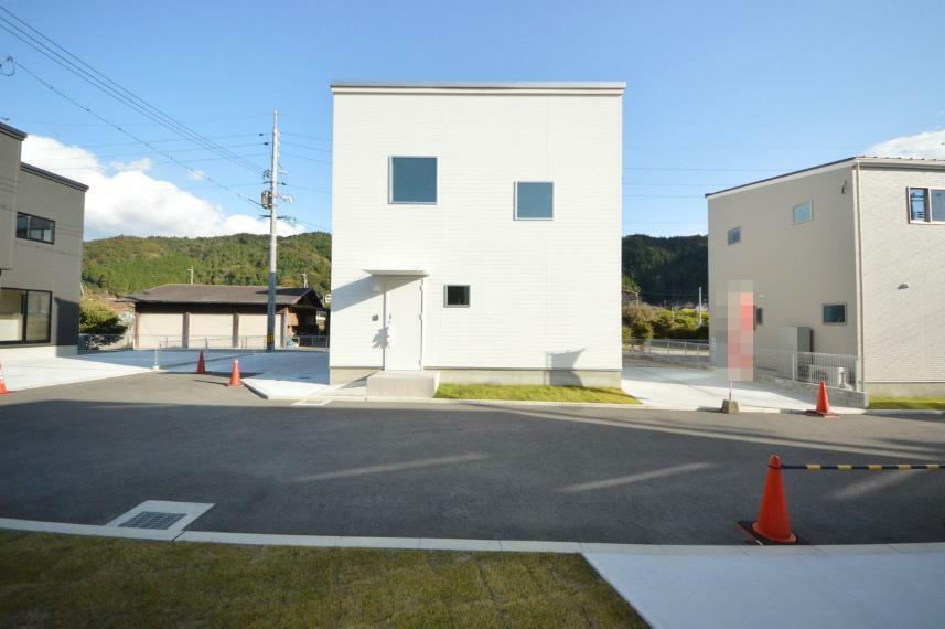 現況外観写真 カースペース3台駐車可能