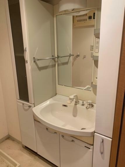 洗面化粧台 収納充実!オリジナルの洗面化粧台!