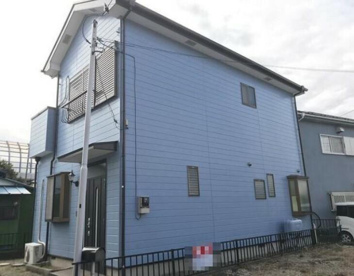 外観写真 最寄り駅は小田急小田原線「愛甲石田」駅、バス停徒歩約2分です。