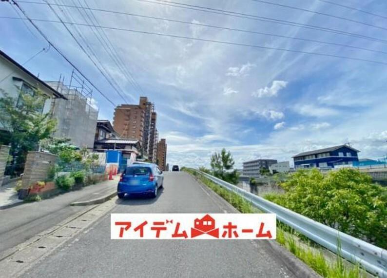 現況写真 ●前面道路(撮影2021年7月)●
