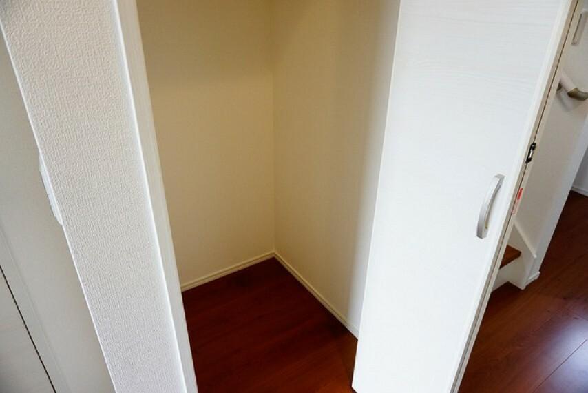 収納 1階階段下は収納スペースになっています^^活用できそうですね^^