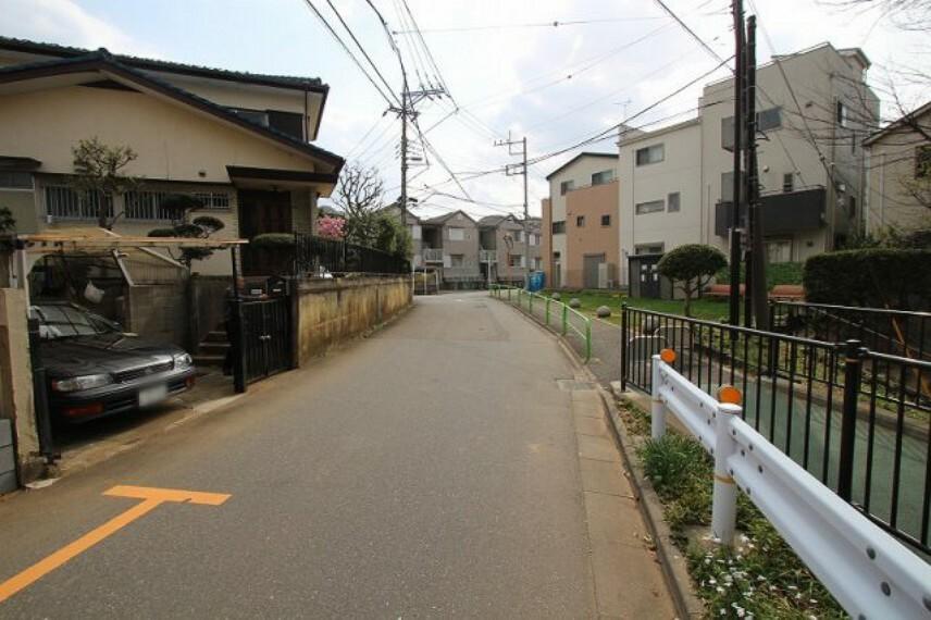 現況写真 車通りの少ない閑静な住宅街です。