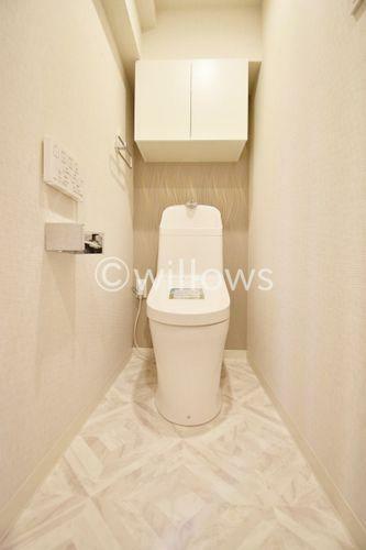 トイレ いつまでも清潔な空間であってほしい水回りは、目に留まるだけではなく、汚れをふき取り易いフロアと壁紙に。 お気に入りの絵画を飾ったり、小さなお部屋でも工夫次第で素敵な空間に。