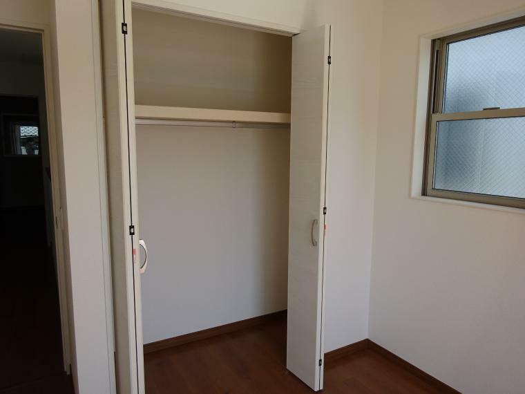 収納 各居室に収納があります(同仕様)
