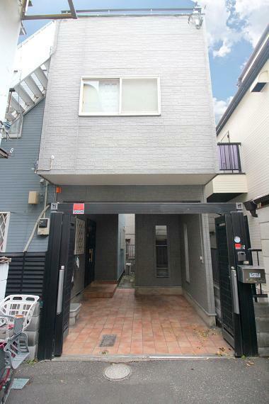 現況写真 ●東京メトロ有楽町線「護国寺」駅まで徒歩2分の駅近立地