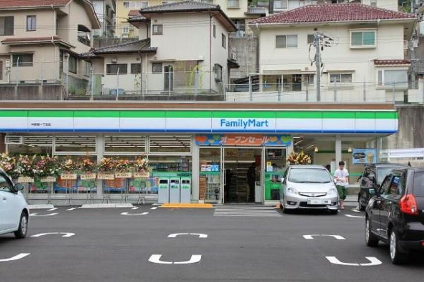 コンビニ ファミリーマート 中野東一丁目店