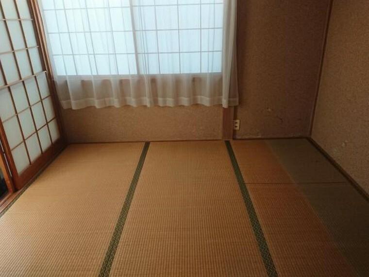 和室 和室4.5畳です。クロス張替え、畳表替え、障子襖張替え、照明器具交換します。