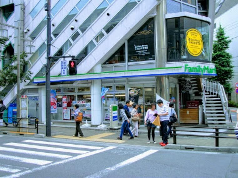 コンビニ 【コンビニエンスストア】ファミリーマート 渋谷松濤一丁目店まで175m
