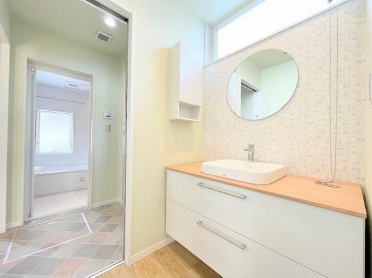 洗面化粧台 毎日使う場所だから、機能的で使いやすさに配慮したパウダールームです。