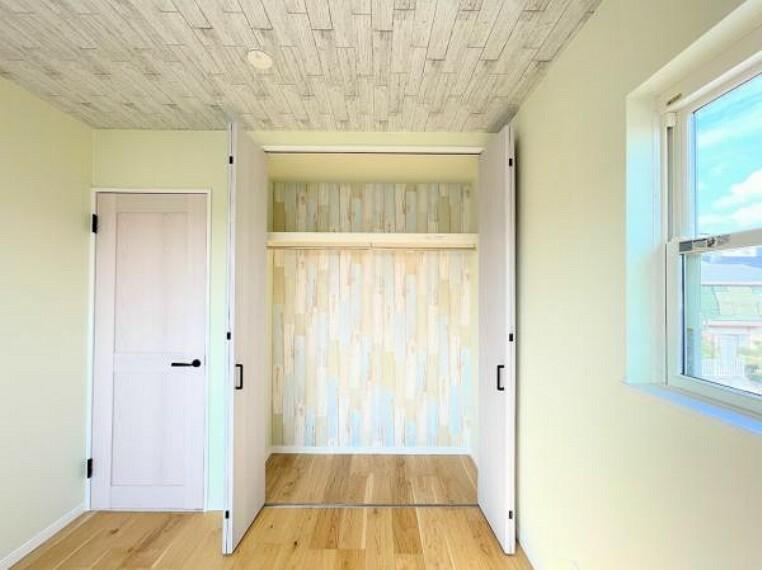 柔らかい陽光が差し込む明るいお部屋を演出する設計。彩光の取れる窓が気持ちの良いお部屋を創り上げます。