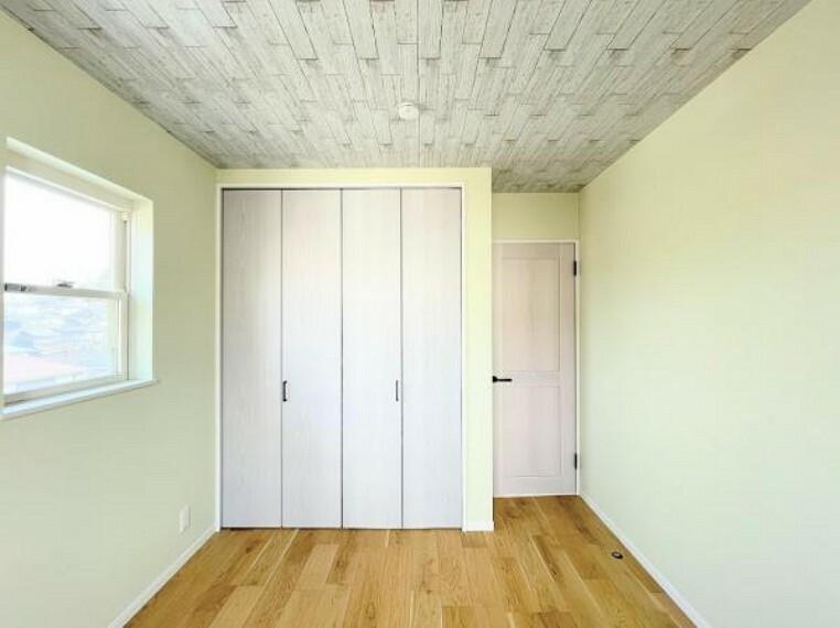 各部屋にはクローゼットを完備しています!収納が多いお家はすっきりして快適空間です。