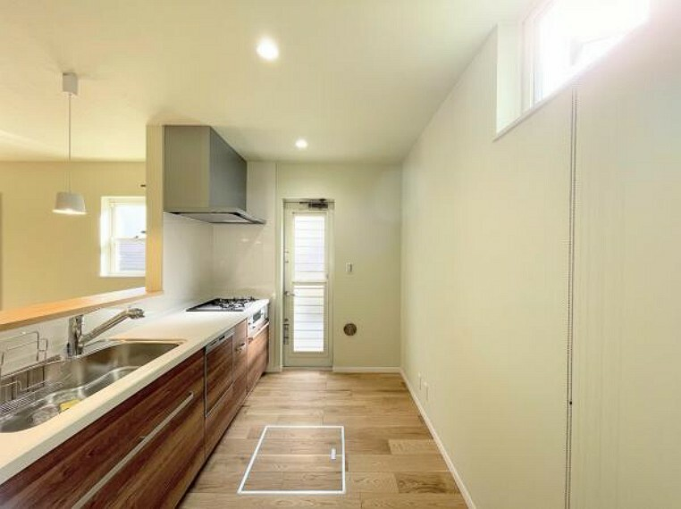 キッチン デザイン性と機能性を兼ね備えたキッチンです。リビングスペースとの一体感が生まれ、広々空間を演出してくれます。