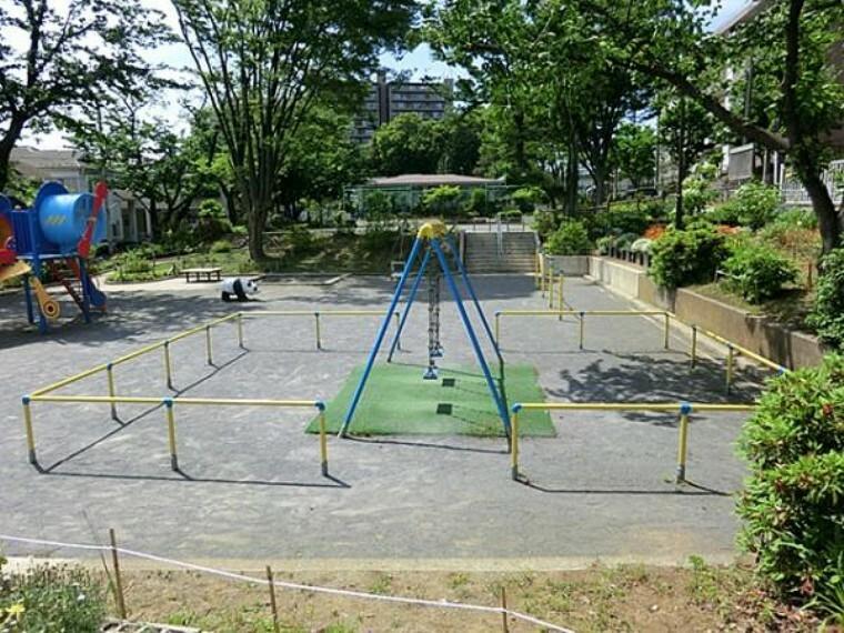 公園 新桜ヶ丘第三公園まで約86m