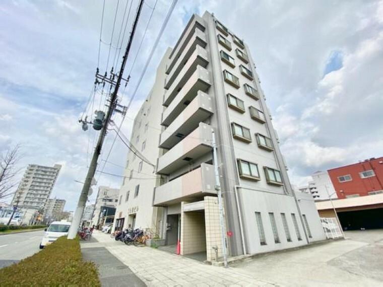 外観写真 8階建てマンションになり今回の募集は最上階の8階です。