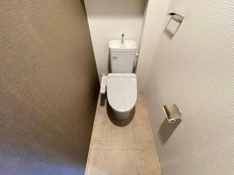 トイレ トイレにも収納があり嬉しいですね