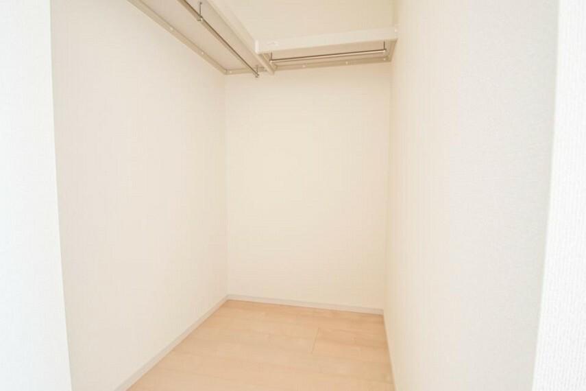 【収納ウォークインクローゼット】 各部屋収納と大型収納