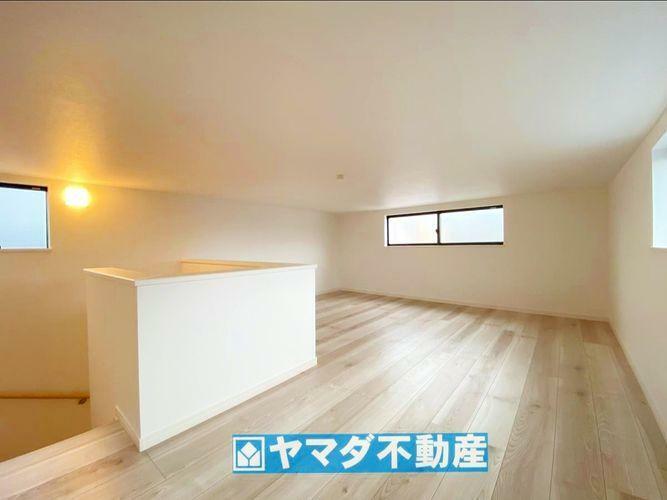 収納 3階の収納スペースです。窓付き・照明付きなので収納以外でも活躍しそうですね。