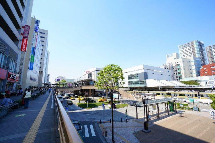 三鷹駅(JR 中央本線) 徒歩25分。中央線快速電車が特別快速や特急と接続する主要駅。総武線各駅停車と東京メトロ東西線の始発駅でもある。買物施設が多く、また多方面へのバス便があり、夜遅くまで人通りが…