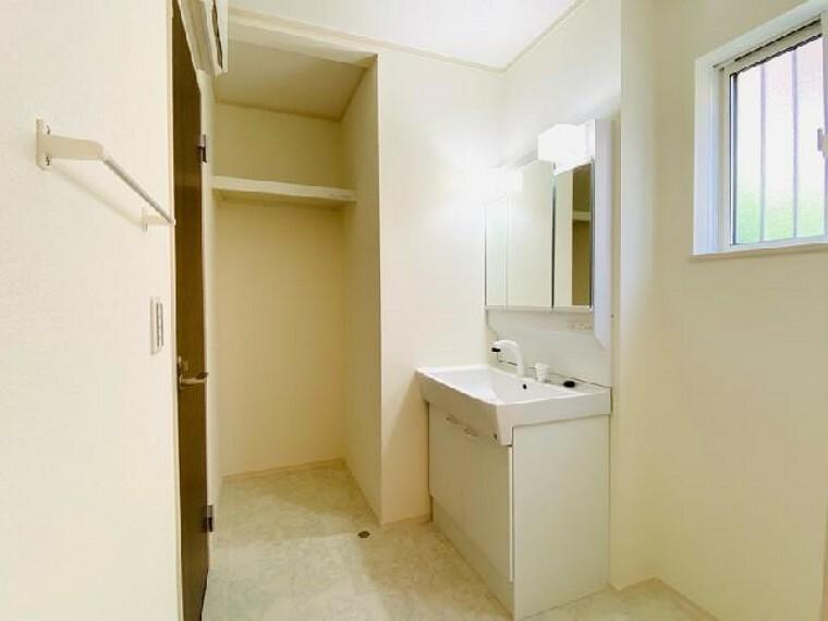 C号棟 洗面室~完成しました~・・・あったらうれしい洗面室の収納はタオルや洗剤を置くのにとても便利!