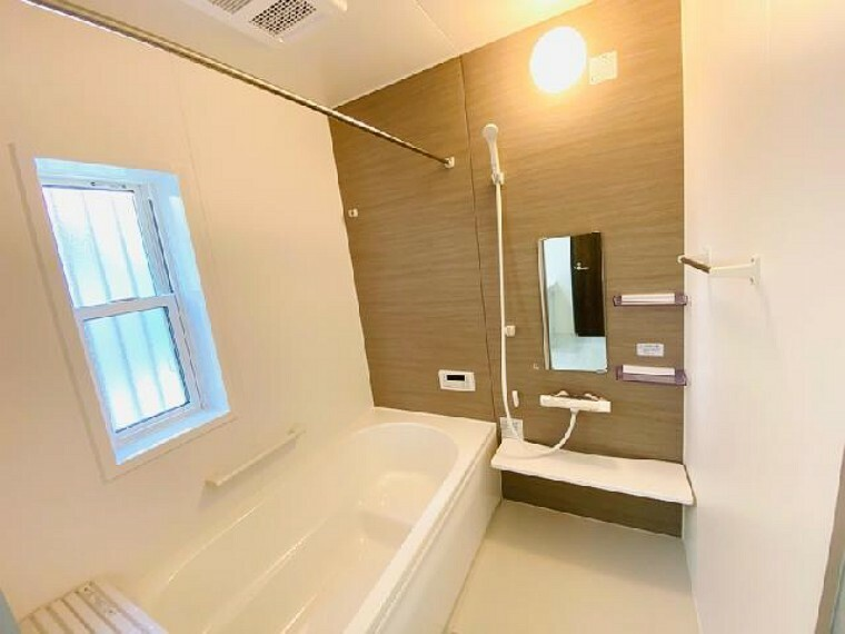 C号棟 浴室~完成しました~・・・スイッチひとつで操作できるオートバス、浴室乾燥暖房機付きで雨の日の洗濯物も乾燥できて便利。