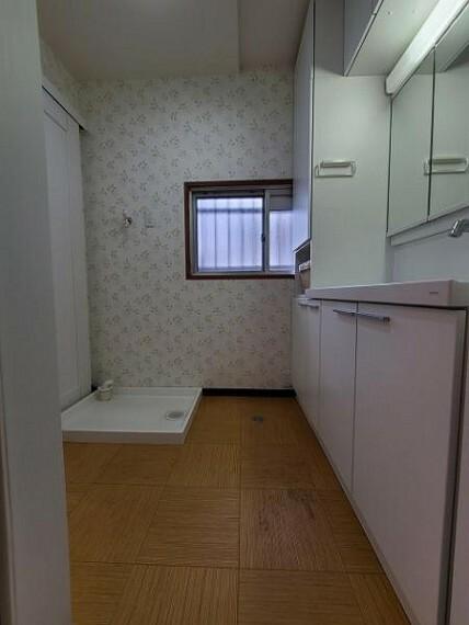 脱衣場 洗面室:清潔感がありますね!