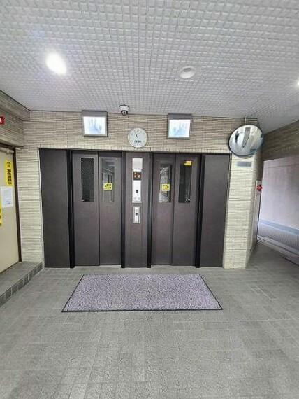 ロビー エレベーターは2基ありますので朝の忙しい時間帯もスムーズです。