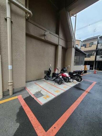 駐車場 バイクも置くことができるゆとりの共有部分