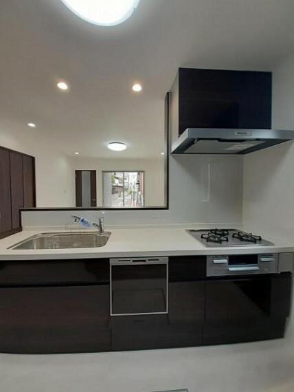 ダイニングキッチン 食洗機付きのうれしいシステムキッチンですよ!