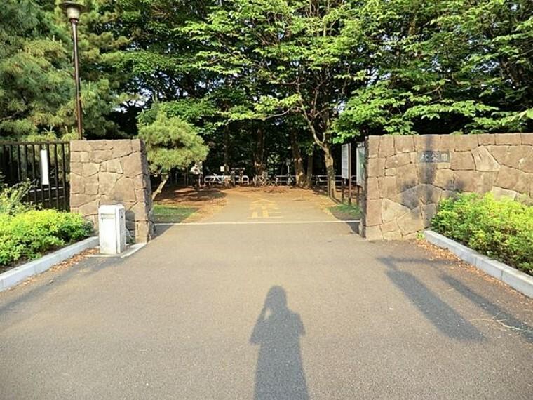公園 東京都立砧公園 徒歩31分。