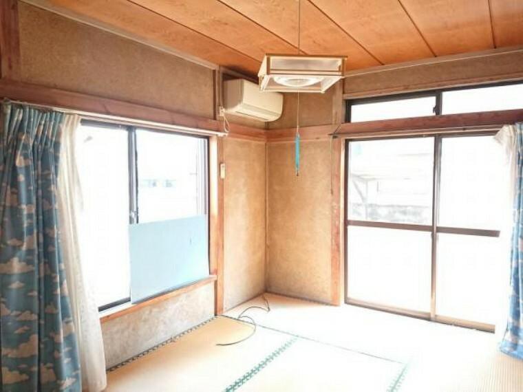 【リフォーム前写真】1階東側居室。和室を洋室に変更予定です。フローリング張替え、クロス張替え予定です。2面採光で明るさも通風も良好になりますね。