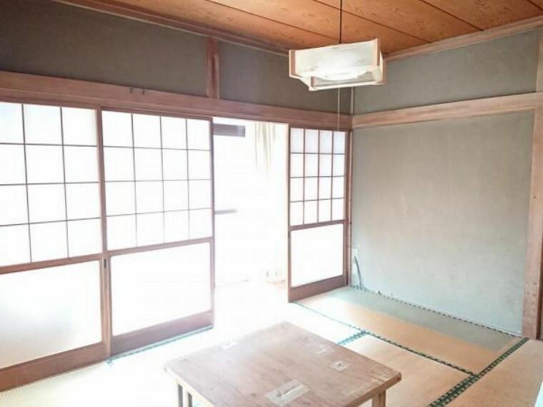 【リフォーム前写真】1階南中央居室。和室から洋室に変更予定です。押入はクローゼットに変更し、床重ね張り、クロス張替、照明交換を行います。7帖の広さがありクローゼットも1帖分あるので広々と使えます。