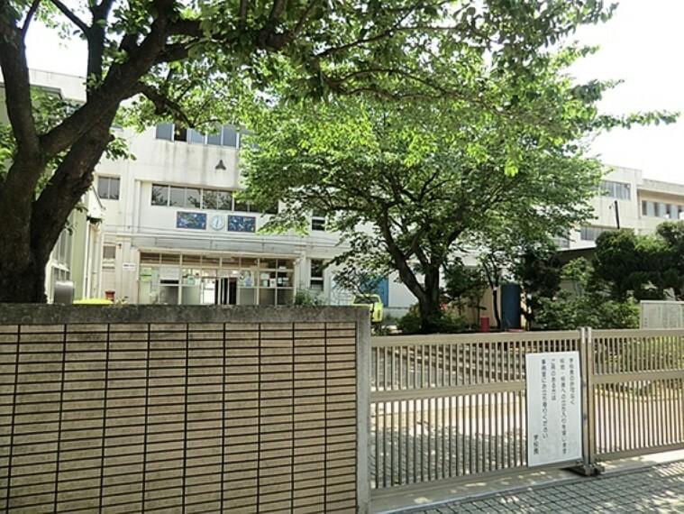 小学校 【南部小学校】昭和17年開校の歴史ある小学校。「豊かな心をもち、たくましく生きる子ども」を教育目標としています。