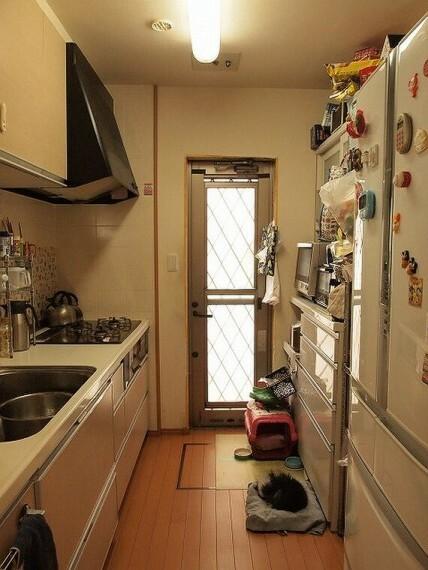 キッチン 家族やゲストとの会話をしながら家事がこなせるキッチン!