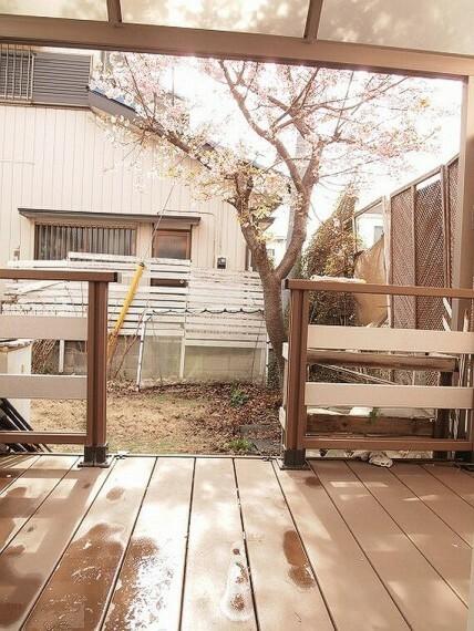 庭 庭には桜の木があり、お庭でゆっくり鑑賞できます。
