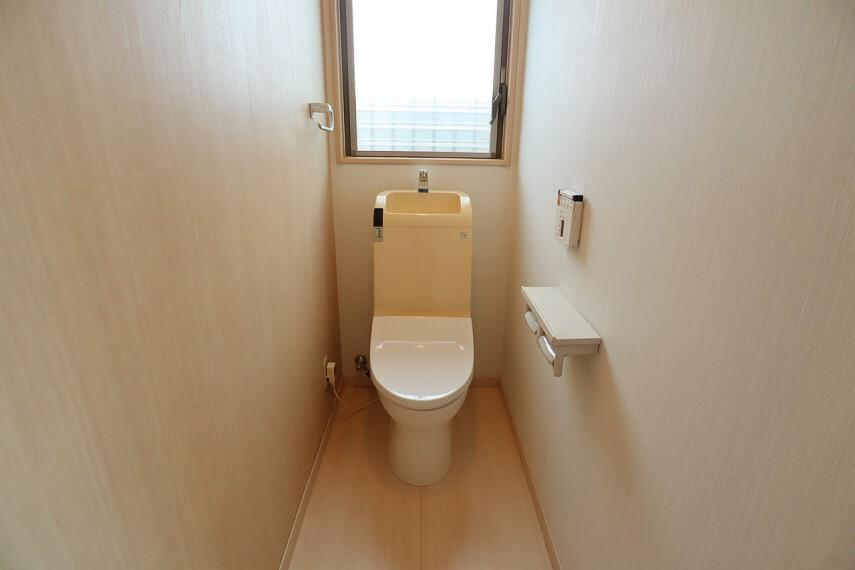 トイレ トイレ もちろんウォシュレット付きです