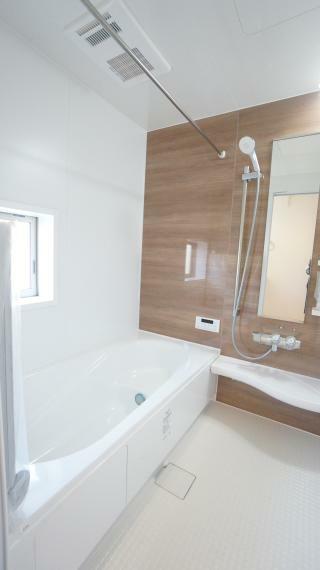 浴室 雨の日のお洗濯にも大活躍な浴室乾燥機付!