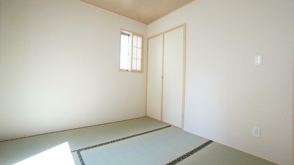 和室 押入れ付き、4.5帖の和室はしっとり落ち着いた雰囲気です!