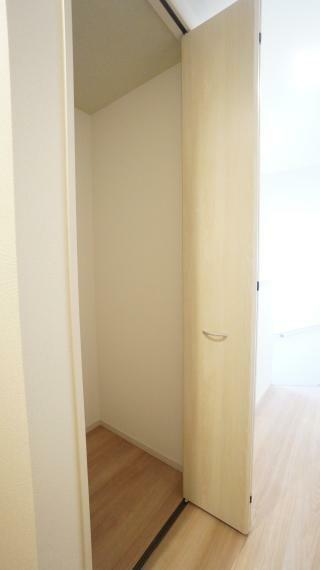 収納 2階廊下に便利な収納スペースを設置!