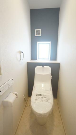 トイレ 清潔な洗浄機能付温水シャワートイレ!