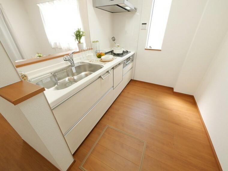 キッチン ※.施工例(実際とは設備仕様間取りなどが異なる場合がございますのでお近くのモデルルームにご案内致します。)