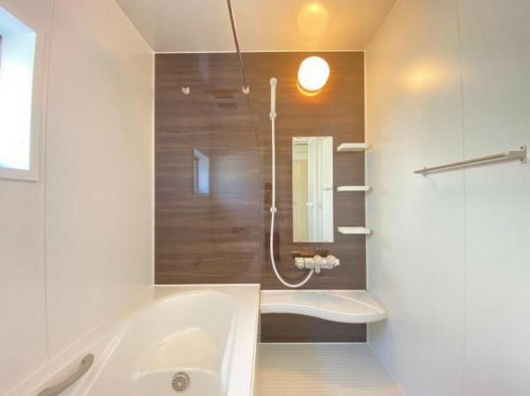 浴室 (浴室)浴室暖房機能付きで、寒い冬は入浴前に事前に浴室を温めておきましょう。ヒートショックの心配もありません!