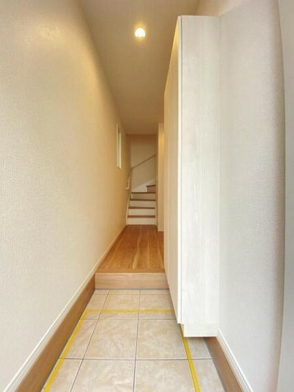 玄関 高いデザイン性を持つ玄関は、安らぎに満ちた生活空間を予感させてくれます。