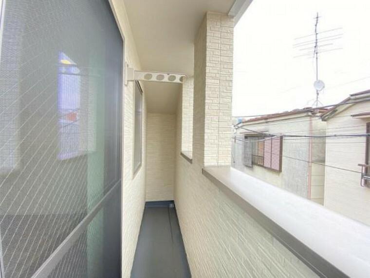 バルコニー 開放感のある眺望。陽光、風通しのよいバルコニー。お洗濯物も乾かしやすいですね。