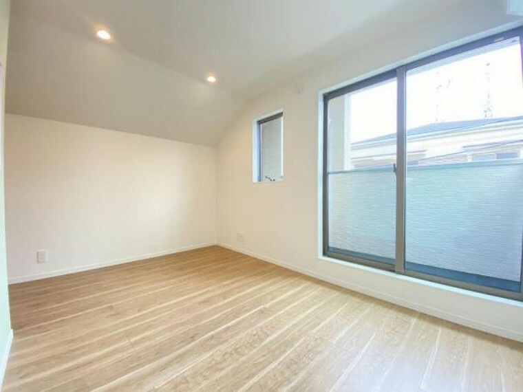 居間・リビング 10帖のゆったりとしたリビングです。明るさと風が入る窓配置が安らげる空間を演出します。