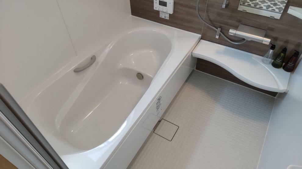 浴室 大人でも足を延ばしてお風呂に入れます!浴室乾燥つきなので、お天気が悪い日でも安心!