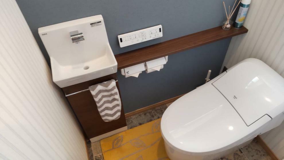 トイレ 節水型タンクレストイレ。