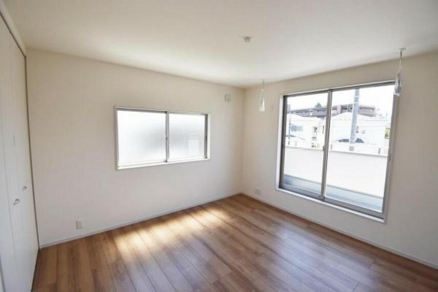 洋室 洋室 どんな部屋にもしやすいシンプルな洋室。2面採光で、明るく開放感もあります